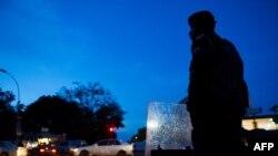 Policier moko na nzela na Lubumbashi, Haut-Katanga, 5 décembre 2011.