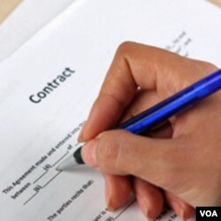 Sebuah LSM kini mengadvokasi penggunaan bahasa yang jelas dalam kontrak-kontrak.