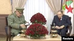 احمد قايد صالح در کنار عبدالعزیر بوتفلیقه - آرشیو