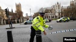 У центральному Лондоні патрулювання посилене, але площа перед парламентом повертається до нормального життя