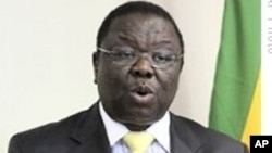 Zimbabwe's PM Morgan Tsvangirai addresses a press conference at his party offices in Harare.<br>