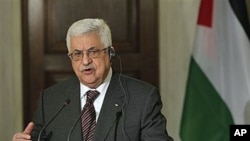 Palestinian President Mahmoud Abbas attends a news conference discussing the Mideast peace process, Athens, Dec 8, 2010