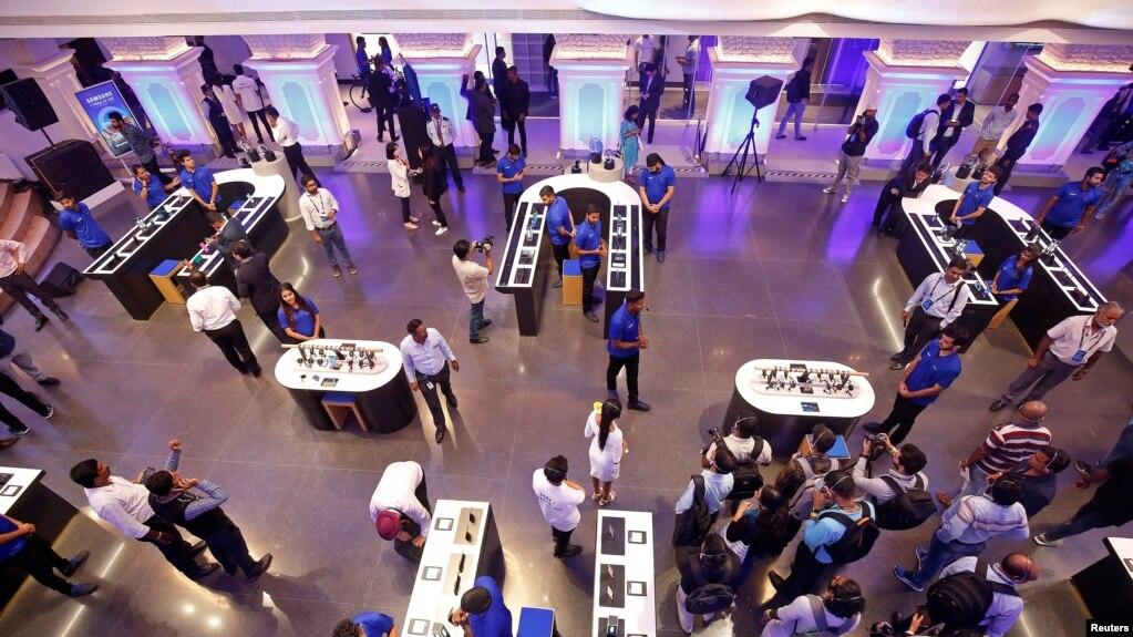Gian hàng mới mở của Samsung ở Bengaluru, Ấn Độ - thị trường điện thoại thông minh lớn thứ nhì trên thế giới sau Trung Quốc.