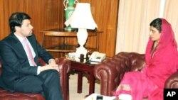 افغان نائب وزیر خارجہ جاوید لڈن نے اپنی پاکستانی ہم منصب حنا ربانی کھر سے اسلام آباد میں ملاقات کی۔