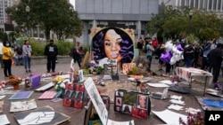 Brijana Tejlor ubijena je u svom stanu u policijskoj akciji u martu ove godine (Foto: AP/Darron Cummings)