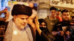 Seorang perempuan memegang foto pemimpin gerakan Sadr Moqtada al-Sadr, saat para pendukungnya merayakan setelah hasil awal pemilihan parlemen Irak diumumkan di Baghdad, Irak 11 Oktober 2021. (Foto: REUTERS/Thaier Al-Sudani)