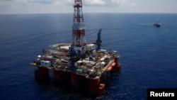 Giàn khoan dầu Hakuryu-5 của Nhật hoạt động ở Biển Đông, ngoài khơi bờ biển Vũng Tàu.