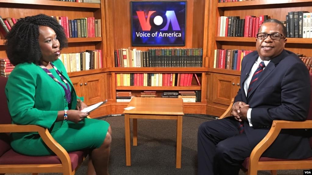 Brian Nichols, left, U.S. ambassador to Zimbabwe, is interviewed by VOA Zimbabwe Service's Marvelous Mhlanga-Nyahuye in Washington, Sept. 14, 2018.
