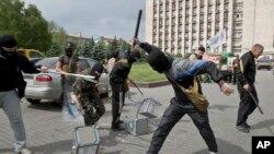 Rossiyaparast jangarilar. Donetsk. 25-may 2014.