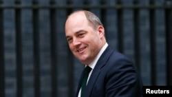 资料照:英国国防大臣华莱士