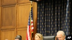 眾議院外交委員會主席羅斯雷提南(中間女士)主持聽證會