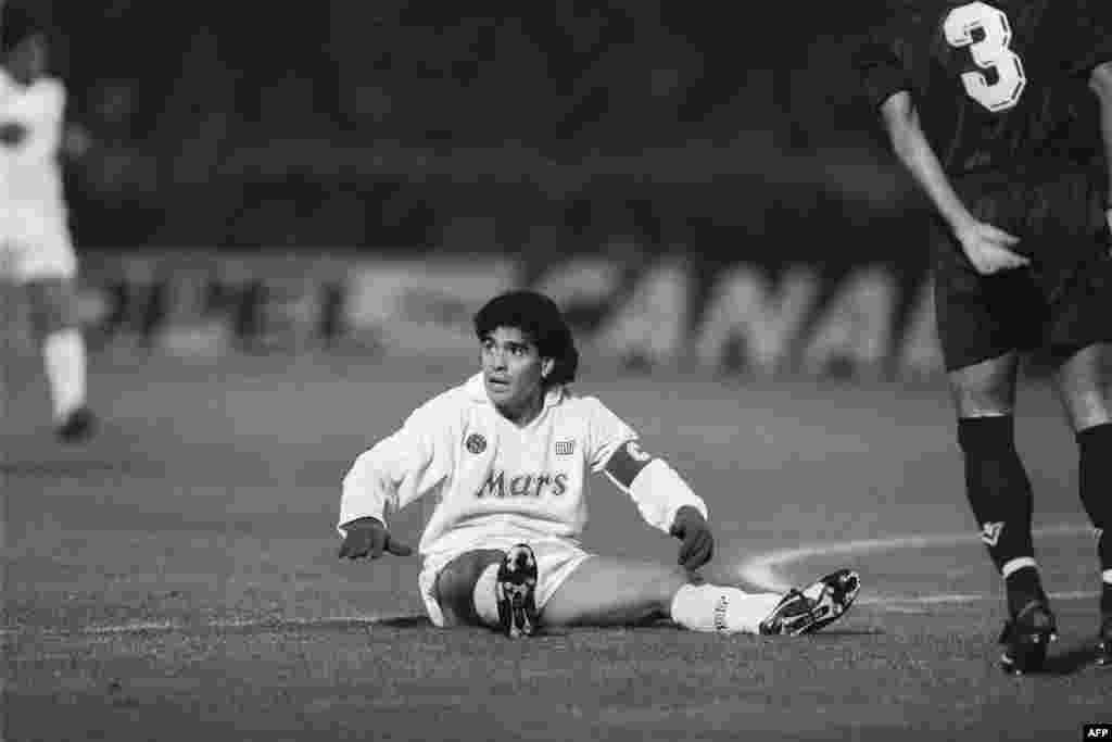میراڈونا نے اپنے کریئر کا آغاز 'ارجنٹینوز جونئیرز' کلب سے کیا اور کچھ ہی عرصے بعد انہوں نے 'بوکا جونئیرز' میں شمولیت اختیار کی۔
