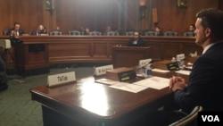 资料照片:参议院听证会上给缺席的TikTok公司留出的空椅子。(2019年11月5日)