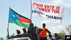 Southern Sudanese hold pro-independence banners as they march through the streets of the southern capital Juba (File)