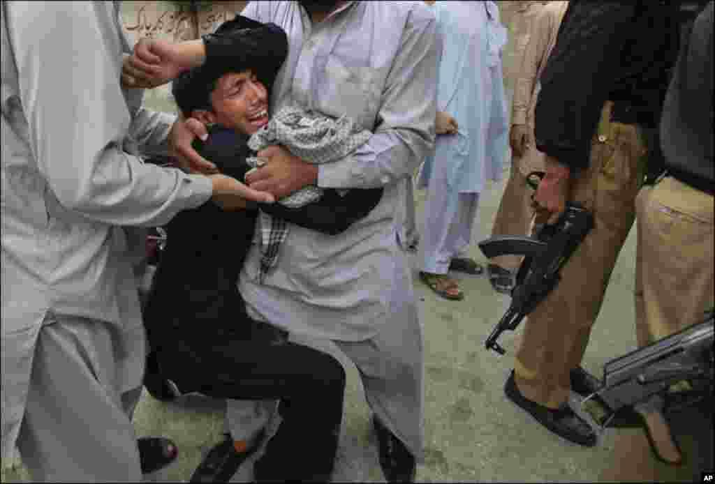 پشاور میں دھماکے