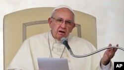 Đức Giáo Hoàng Phanxicô phát biểu trong 1 buổi tiếp kiến công chúng tại Quảng trường Thánh Phêrô, Vatican, 31/8/2016.