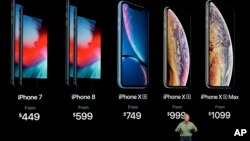 Phil Schiller, Senior Wakil Presiden Marketing Apple, menjelaskan 3 iPhone terbaru Apple: iPhone XS, iPhone XS Max dan iPhone XR di Cupertino, California, Rabu (12/9).