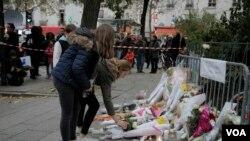 در آبان ۱۳۹۴، چند حمله تروریستی هماهنگشده شامل تیراندازی و بمبگذاری در چند منطقه پاریس به مرگ دستکم ۱۳۰ نفر منجر شد. صدها نفر نیز مجروح شدند.