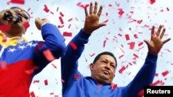 Con una mayoría de votos, el actual presidente y candidato Hugo Chávez continúa como presidente de Venezuela para el periodo 2013-2019.