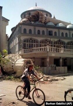Minareleri yıkılan Sakarya Aziziye Camisi