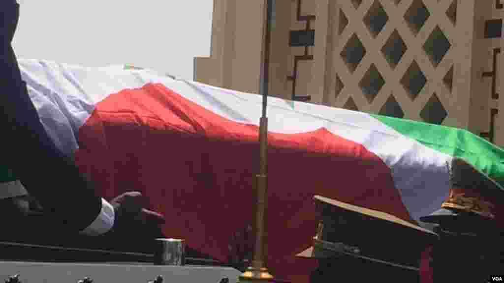 Le cercueil de l'ex-président burundais Jean-Baptiste Bagaza, le 16 mai 2016 à Bujumbura.