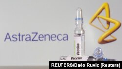 AstraZeneca တံဆိပ္စာတန္းအေရွ႕က ကာကြယ္ေဆးပုလင္း တခ်ိဳ႕။ (စက္တင္ဘာ ၀၉၊ ၂၀၂၀)