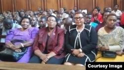 UNkosazana Thokozani Khupe labanye abalandeli bebandla leMDC.