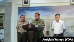Sekretaris Kabinet Pramono Agung berbicara dalam sebuah konferensi pers di Kantor Presiden Jakarta. (VOA/Andylala)