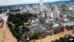 홍수로 물에 잠긴 태국 남부의 핫야이