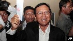 Lãnh tụ Đảng Cứu Quốc Campuchia Kem Sokha bị giam giữ từ tháng 9 vì bị cáo buộc phạm tội âm mưu với Mỹ nhằm lật đổ chế độ của Thủ tướng Hun Sen.