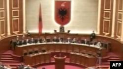 Parlamenti shqiptar shqyrton projektligjin mbi gjykatat administrative