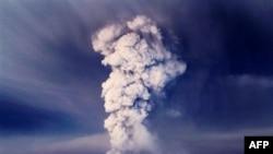 Grimsvotn là núi lửa hoạt động mạnh nhất Iceland. Núi lửa Grimsvotn đã phun những ngọn khói cao ít nhất là 11 kilômét lên không trung từ ngày 21/5/2011
