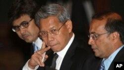 Bộ trưởng Thương mại Malaysia Mustapa Mohamed (giữa).