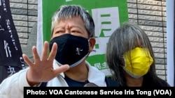 支聯會主席李卓人舉起五指寓意繼續爭取反送中運動五大訴求 (攝影:美國之音湯惠芸)