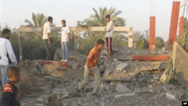 Palestinians inspect the damage to a building following an Israeli airstrike in Deir el-Balah, central Gaza Strip, 19 Nov 2010