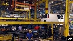 GM 자동차 조립 공장에서 작업 중인 노동자들(자료사진)