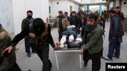Blessé évacué à Kaboul en Afghanistan après un attentat le 10 janvier 2017.