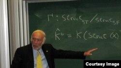 Jim Simons tại một hội nghị toán học năm 2007. (Hình: Oberwolfach Photo Collection/MFO/CC BY-SA 2.0 DE)