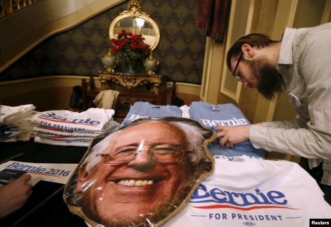 A Vendor Looks For A T Shirt Size At A U S Democratic Presidential Candidate Bernie