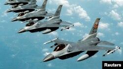 Pesawat tempur F-16 yang disebut Fighting Falcon, produksi perusahaan General Dynamics (foto: ilustrasi).