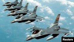 اف ۱۶ هم در حملات هوا به هوا و هم در عملیات هوا به زمین کار گرفته می شود.