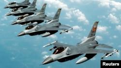 جت های جنگی اف ۱۶ نیروی هوایی ایالات متحده
