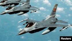 En la imagen, aviones F-16 como el que desapareció en el Golfo de México.