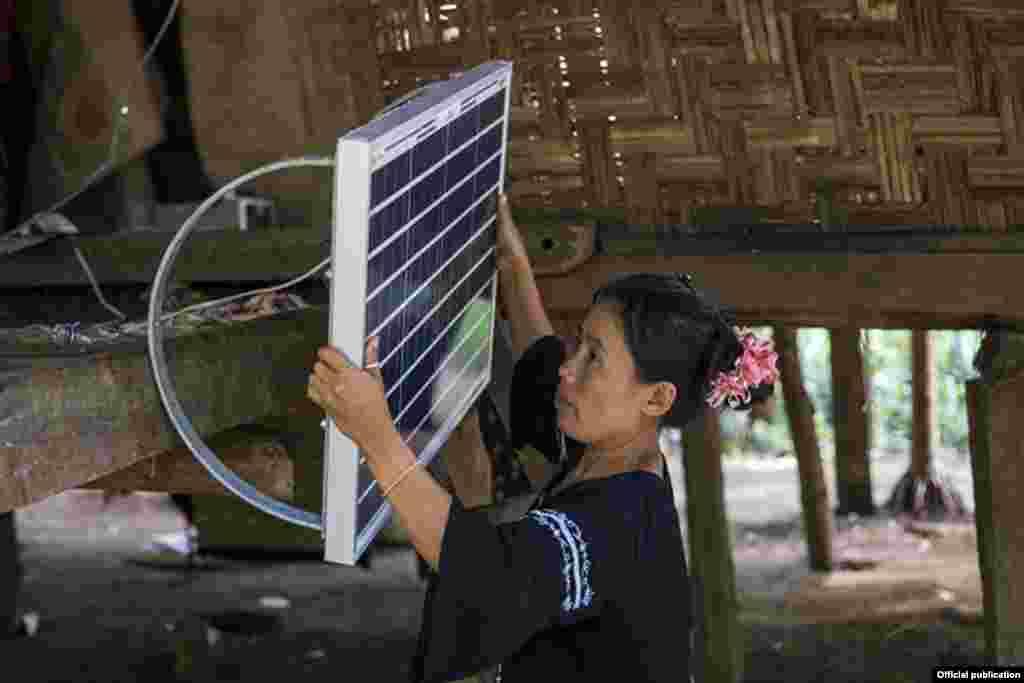 طرحی در میانمار که در آن برای روستاهای این کشور ساز و کار استفاده از انرژی خورشیدی فراهم می شود.