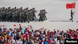 지난달 중국 신장 자치구 쿠얼러에서 열린 2019 국제 육군 게임에서 중국 인민해방군이 행진하고 있다. (자료사진)