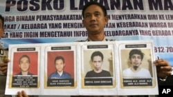 North Sumatra Regional Police spokesperson Col. Raden Heru Prakoso shows the mug shots of four convicted terrorist who were among more than 200 inmates who escaped Tanjung Gusta prison, July 16, 2013.