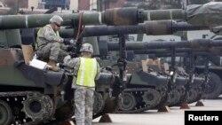 美軍在南韓檢查坦克(資料圖片)