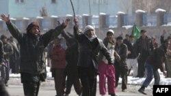 Dân chúng Afghanistan phẫn nộ xuống đường biểu tình bên ngoài căn cứ quân sự Hoa Kỳ ở Baghram, phía bắc thủ đô Kabul