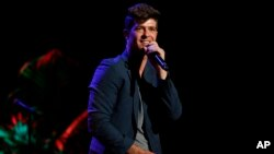 "FILE - Robin Thicke performing at the ""Voices On Point"" Concert & Gala in Los Angeles, Sept. 15, 2012."