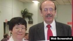前荷蘭外交官韋傑理和他的台籍妻子陳美津 (視頻截圖)